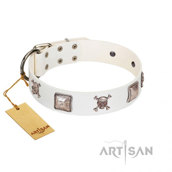 """Pirate Sloop"" Handmade FDT Artisan Designer White Leather Bullmastiff Collar with Crossbones"