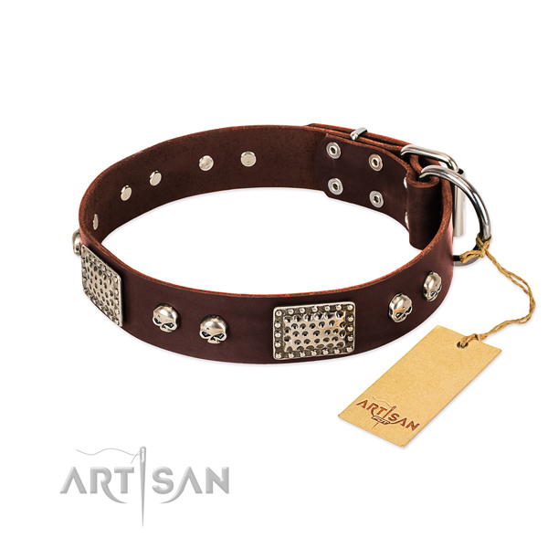 Easy adjustable full grain leather dog collar for walking your doggie